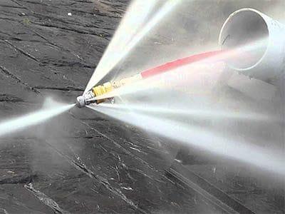 Nettoyage egout par jet eau haute pression 400x300 - Comment déboucher une canalisation d'égout