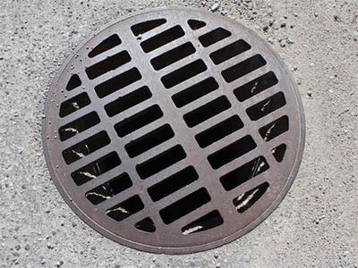 Regard egout propre 400x300 - Comment déboucher une canalisation d'égout
