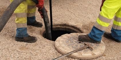 debouchage egout 300x149 - Comment déboucher une canalisation d'égout