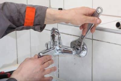 depannage plombier plomberie 26 Réparation 400x267 - Plombier Drogenbos (1620) pour intervention en urgence de plomberie et détection de fuite d'eau