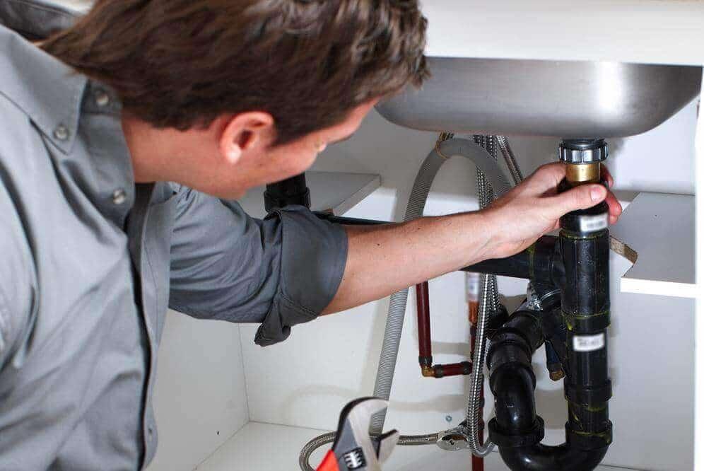 depannage plombier plomberie reparation canalisation fuite eau 24 150x150 - plombier Saint Gilles devis gratuit intervention rapide