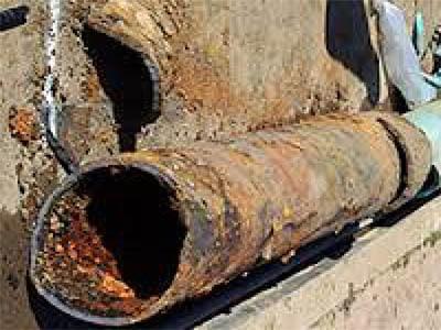 egout deteriore 400x300 - Comment déboucher une canalisation d'égout